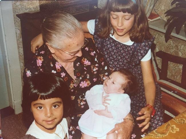 3 zussen en overgrootmoeder