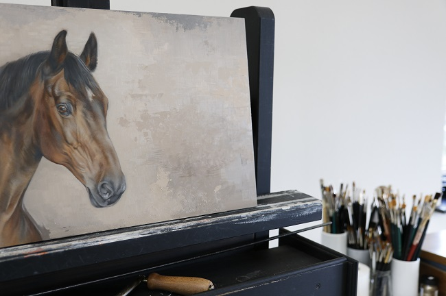 schilderij van je eigen paard - bruin warmbloedpaard - portret in olieverf - jennifer koning - schilderij in uitvoering