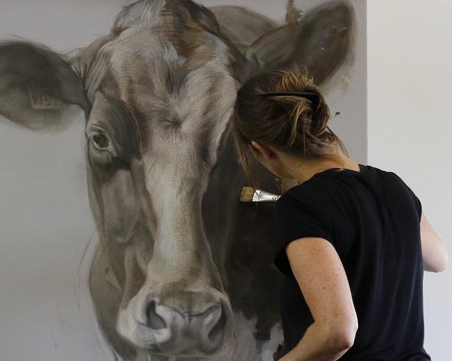 koeien kunst - grote holstein koe op doek - jennifer koning