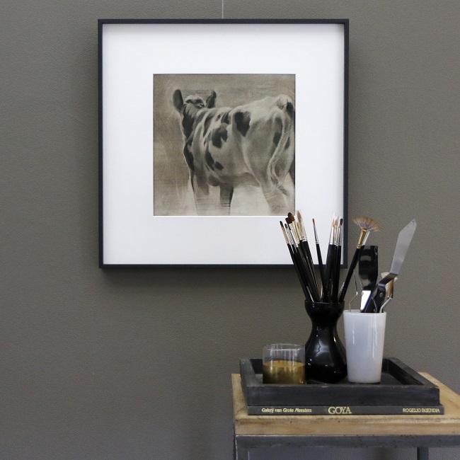 dagdromer - zwartbonte koe van achteren - houtskool tekening ingelijst