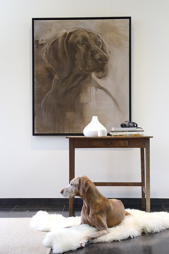 schilderij van hond op groot formaat - jennifer koning - portret in gemengde technieken